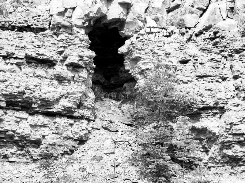H?hle Chittenango NY in der Felsen-Wand Schwarzweiss lizenzfreie stockfotos