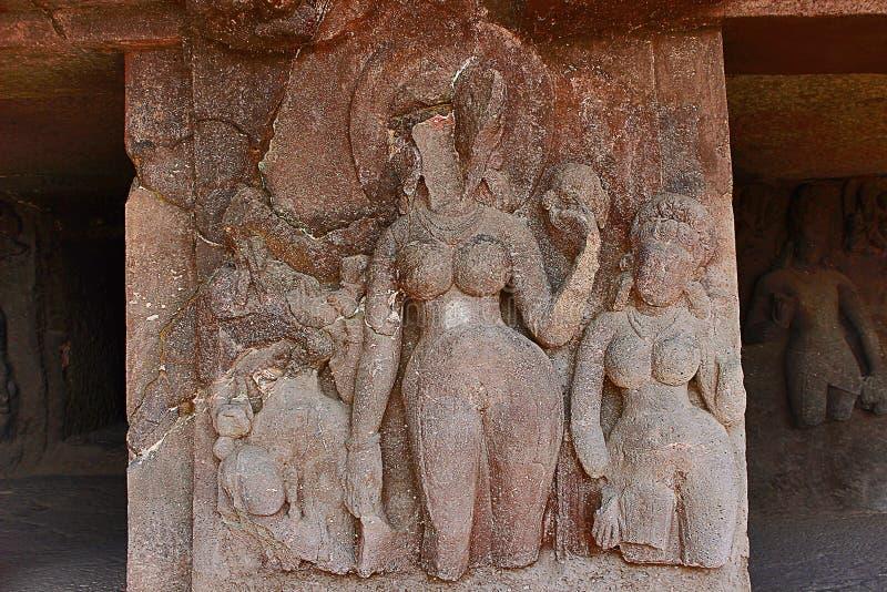 Höhle 9, geschnitztes Frauenfiguren nach rechts Portal, Aurangabad höhlt, Aurangabad aus lizenzfreie stockfotografie