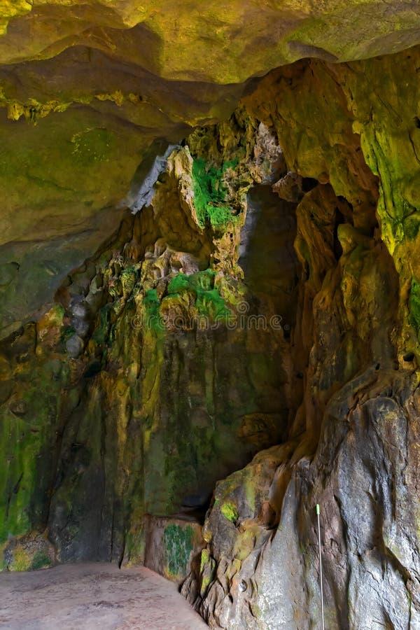 Höhle hob Kalksteinbildungen wagen erstaunliche Reise in Vietnam hervor lizenzfreies stockfoto