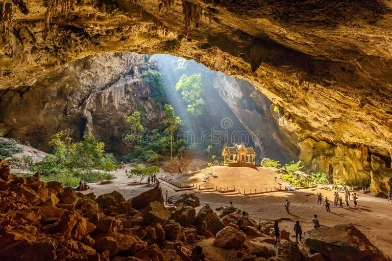 Höhle Phraya Nakhon mit Pavillon Kuha Karuhas lizenzfreie stockfotografie