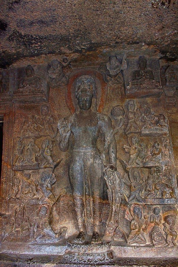 Höhle 7, Portal, Astamahabhaya Avalokitesvara nach links des Höhleneingangs Aurangabad-Höhlen, Aurangabad lizenzfreies stockbild