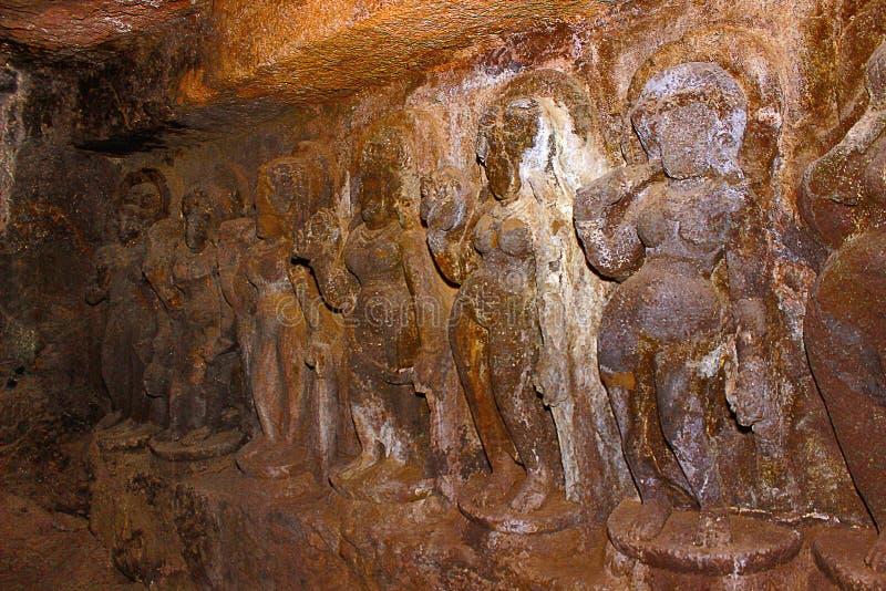 Höhle 7, Portal, linke Kapelle, Vidyarajnis mitten in der Reihe Aurangabad-Höhlen, Aurangabad stockfotografie