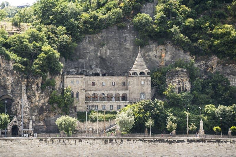 Höhlen-Kirche in Budapest stockbilder