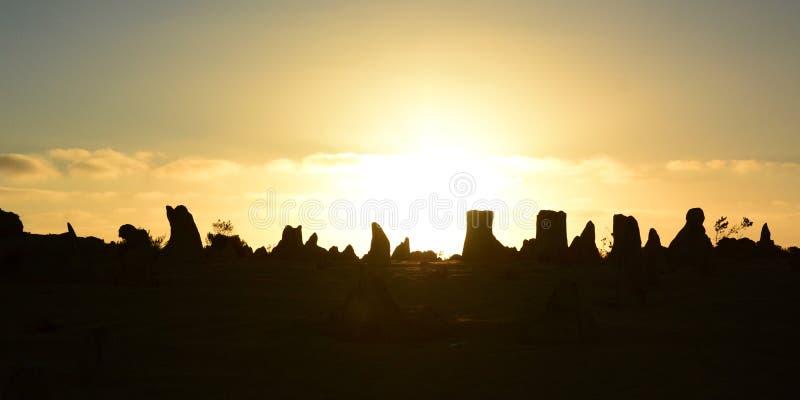 Höjdpunktökenkonturer på solnedgången Nambung nationalpark cervantes Västra Australien australasian royaltyfria foton