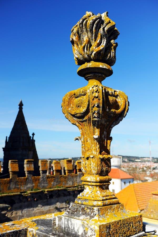 Höjdpunkt av domkyrkabasilikan av vår dam av antagandet i Evora, Portugal arkivfoton
