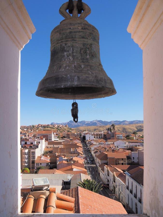 Höjdpunkt för kyrkaklocka ovanför Surce, Bolivia royaltyfri foto