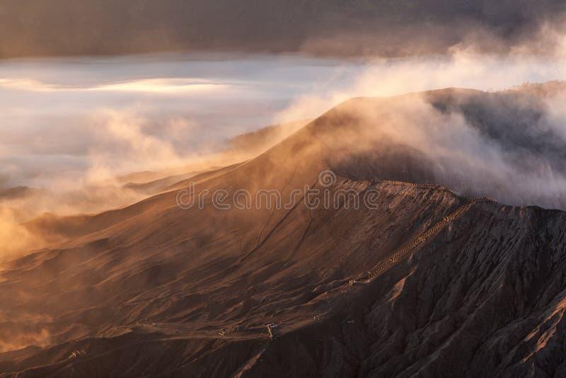 Höllische Landschaft Bromo-Vulkans lizenzfreies stockbild