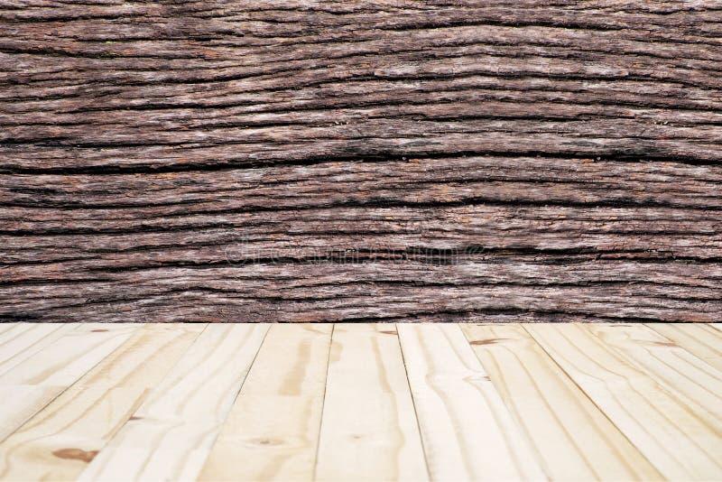 Hölzerne Beschaffenheit der Wand und des Holzes des Stielbaums (Mitte vorgewählter Fokus) stockfoto