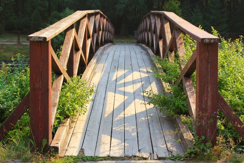 Hölzerne Brücke stockfotografie