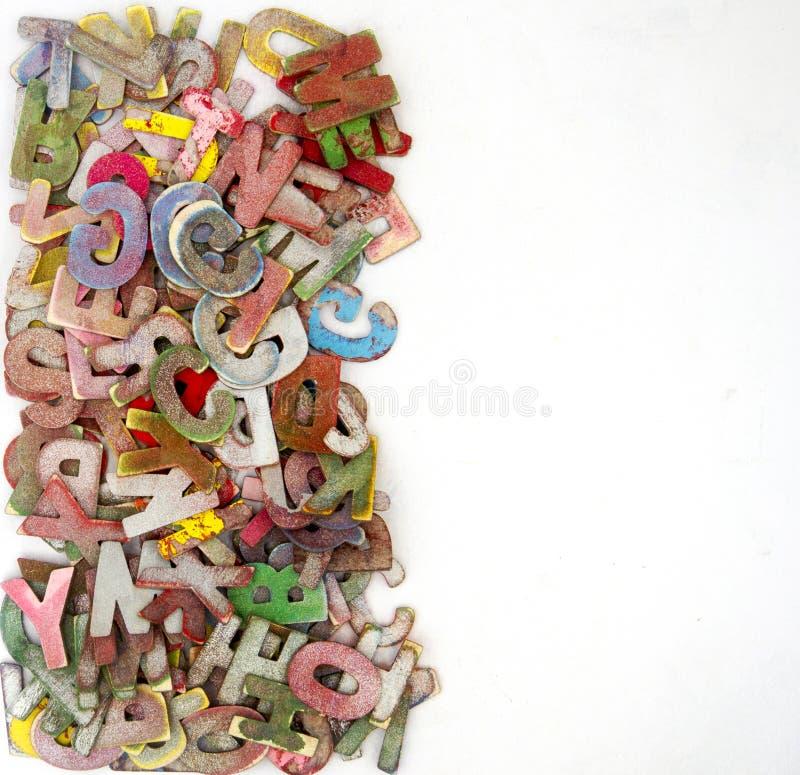 Hölzerne Buchstaben ABCs in einem Kasten stockbild
