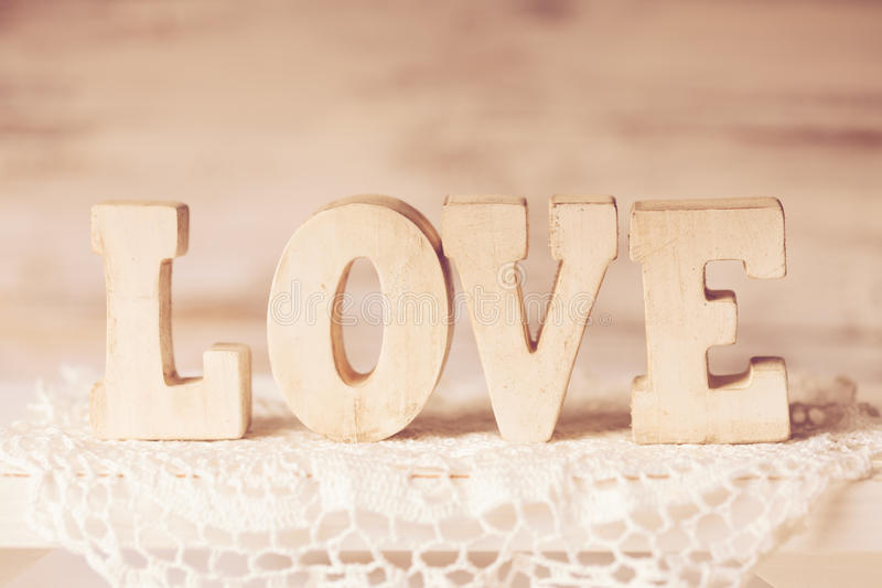Hölzerne Buchstaben der Liebe lizenzfreies stockbild