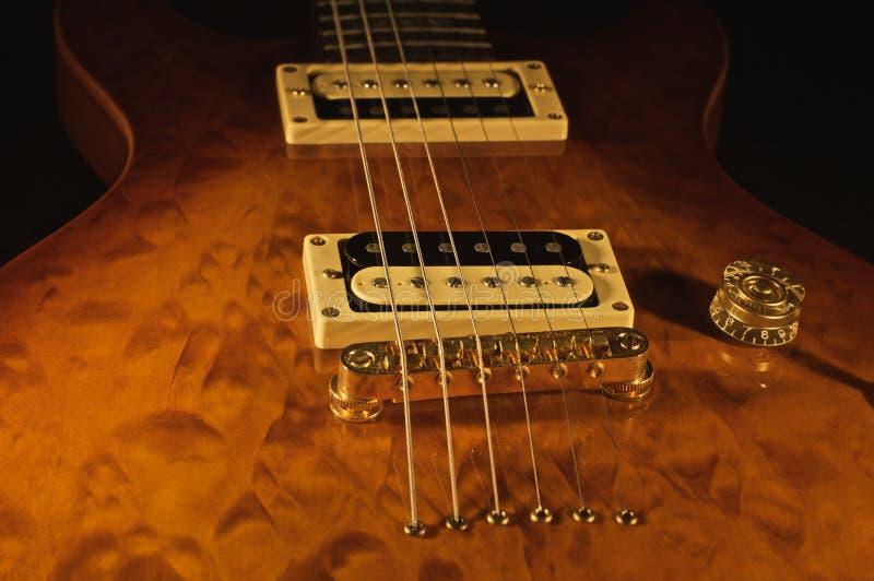 Hölzerne elektrische Gitarre stockfotos