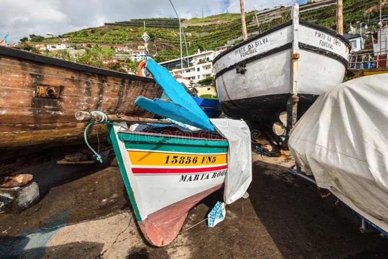 Hölzerne Fischerboote stockbilder