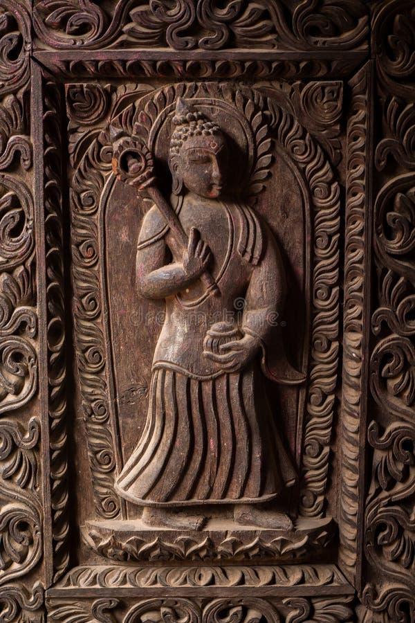 Hölzerne geschnitzte Göttinskulptur stockfoto