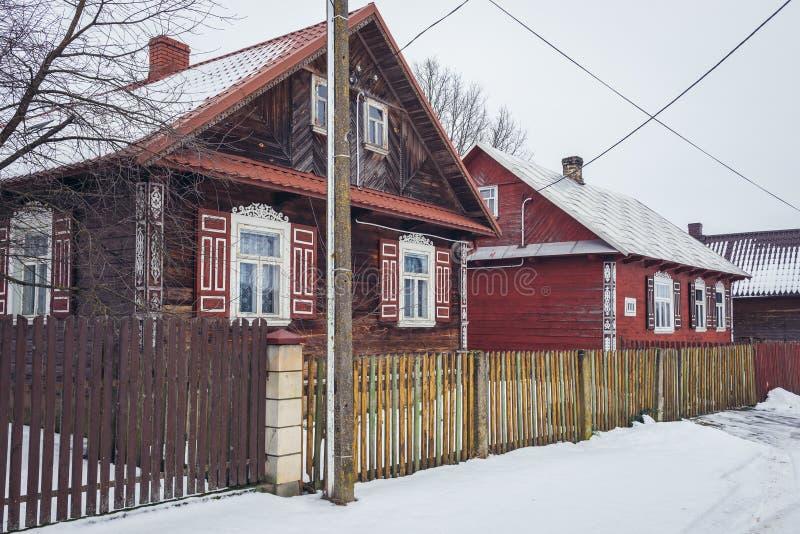 Hölzerne Häuschen in Polen stockfotos