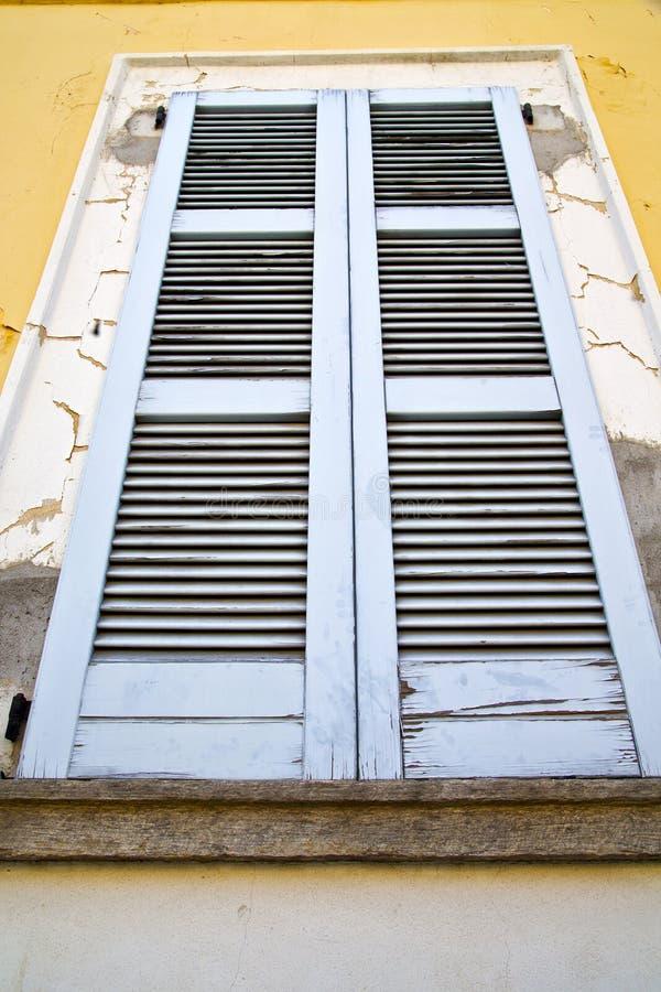 Hölzerne Jalousien Zusammenfassung Besnate Varese Italien in bric lizenzfreie stockfotos