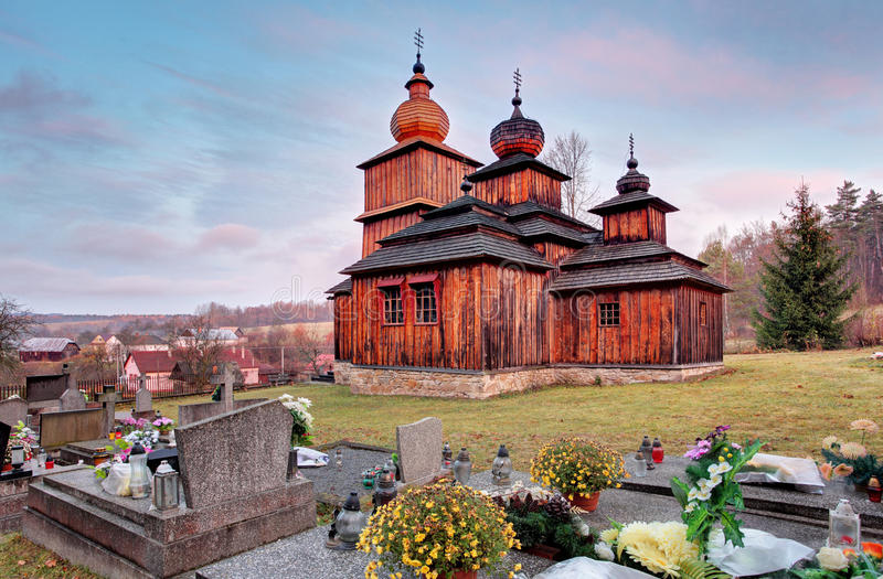 Hölzerne Kirche des griechischen Katholischen, Dobroslava, Slowakei lizenzfreie stockfotos