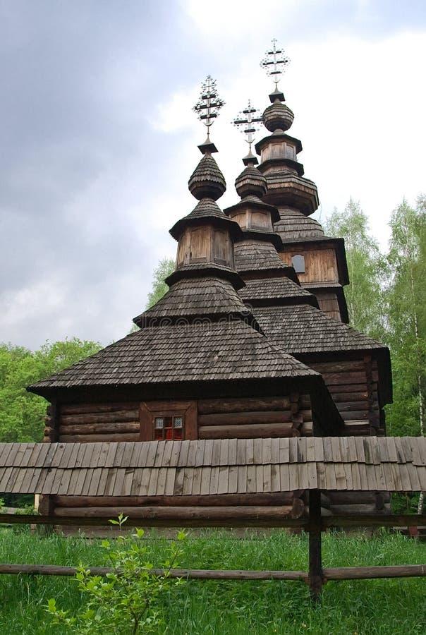 Hölzerne Kirche im Shevchenko Grove in Lemberg, Ukraine lizenzfreie stockfotografie