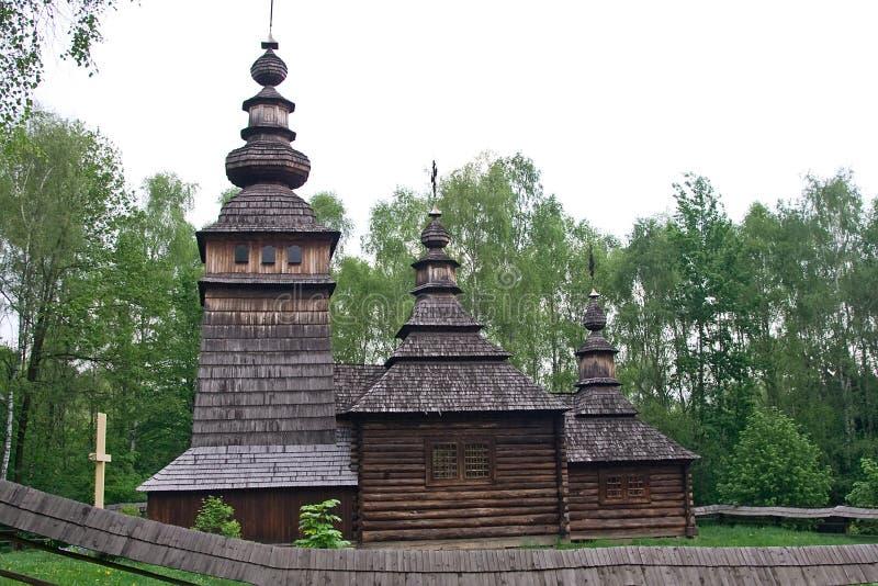 Hölzerne Kirche im Shevchenko Grove in Lemberg, Ukraine stockfotos