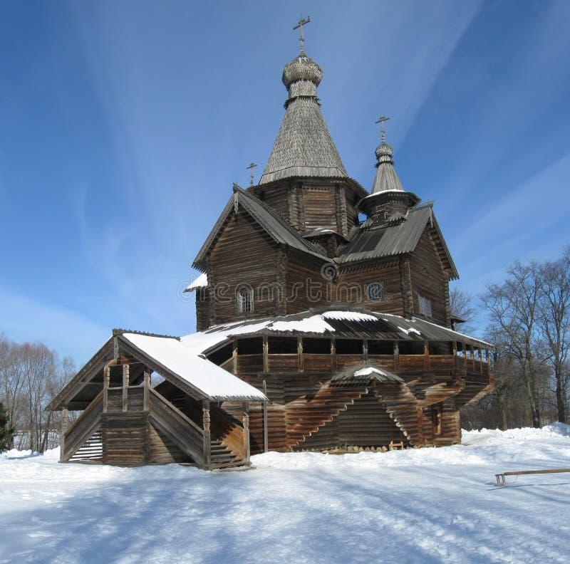 Hölzerne Kirche Vitoslavitsy, Winter und Schnee lizenzfreies stockbild