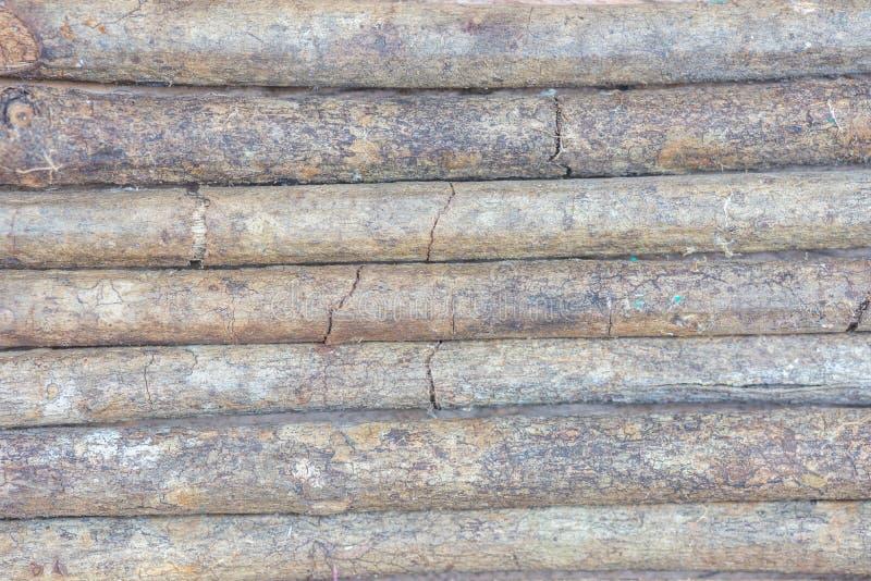 Hölzerne Klotz-Wand maserte horizontalen Hintergrund lizenzfreies stockfoto