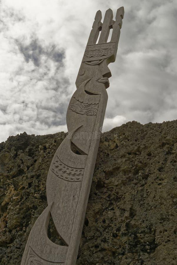Hölzerne Maohi-Skulptur stockbilder