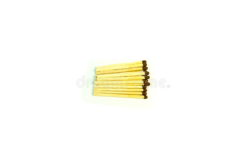 Hölzerne Matchsticks mit dem Schwefel Foto auf weißem Hintergrund lizenzfreie stockfotos