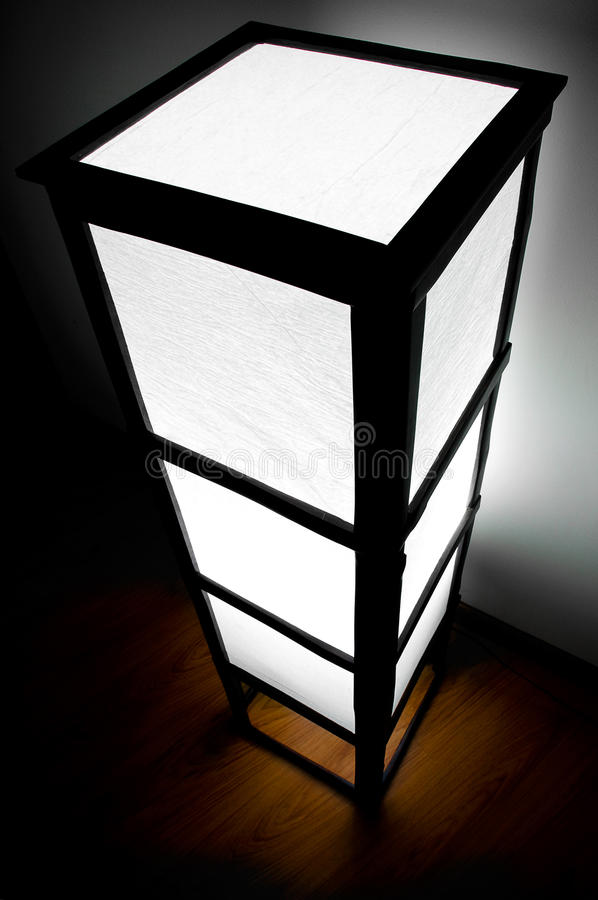 Hölzerne moderne Lampe lizenzfreies stockfoto
