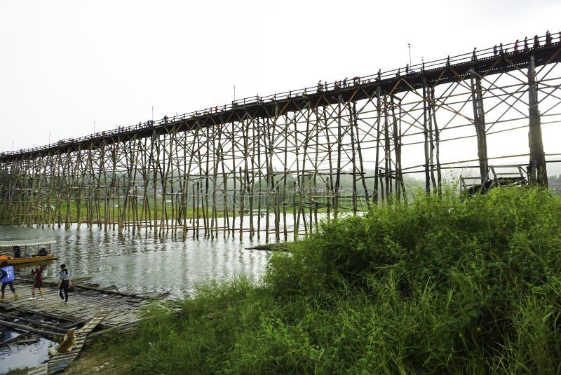 Hölzerne Montag-Brücke lizenzfreie stockfotos