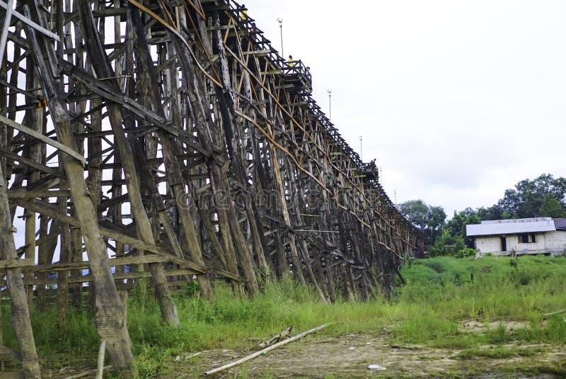 Hölzerne Montag-Brücke lizenzfreie stockbilder