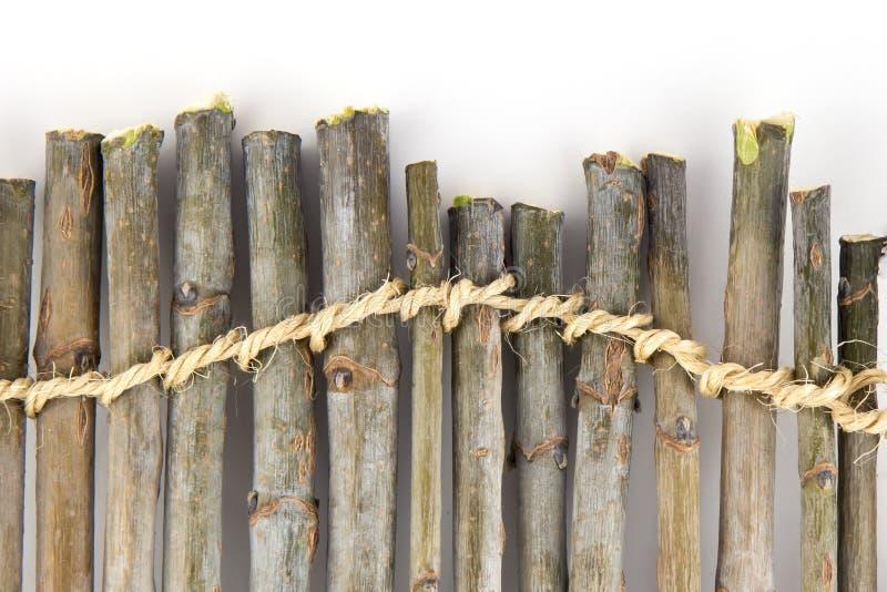 Hölzerne Niederlassungen und das Seil lizenzfreies stockfoto