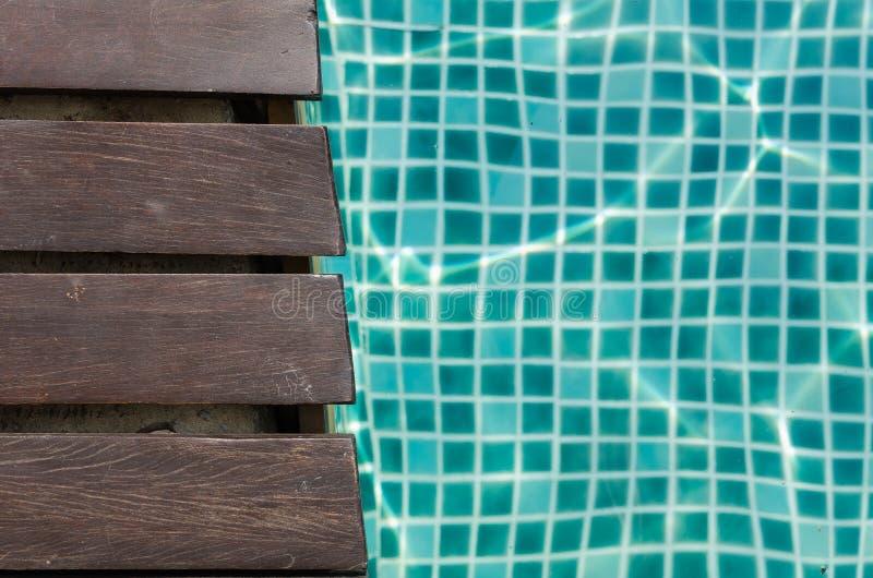Hölzerne Planken- und Türkisfliese lizenzfreies stockbild