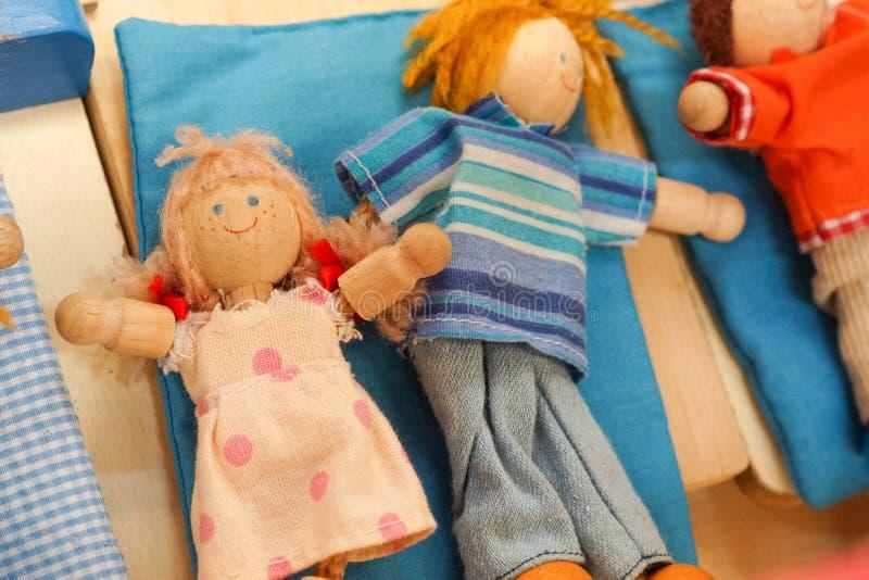 Hölzerne Puppenspielwaren stockfotos