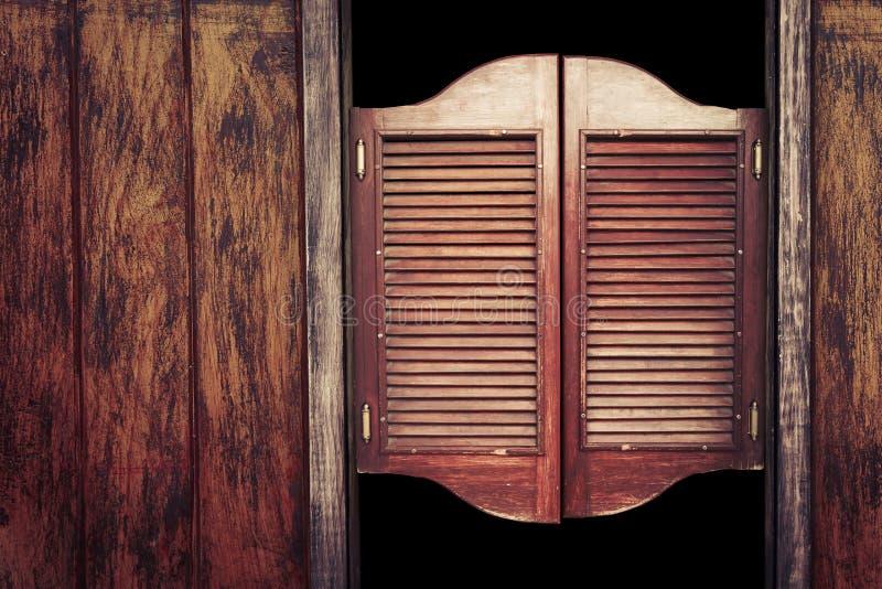 Hölzerne Saaltüren der alten Weinlese lizenzfreies stockfoto