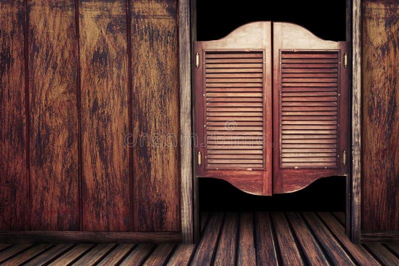 Hölzerne Saaltüren der alten Weinlese stockfoto
