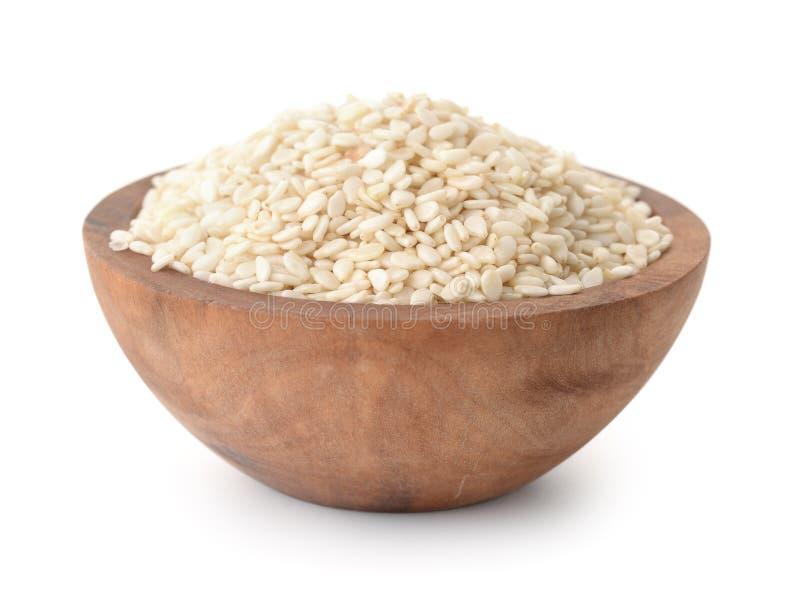 Hölzerne Schüssel Samen des indischen Sesams stockfotos