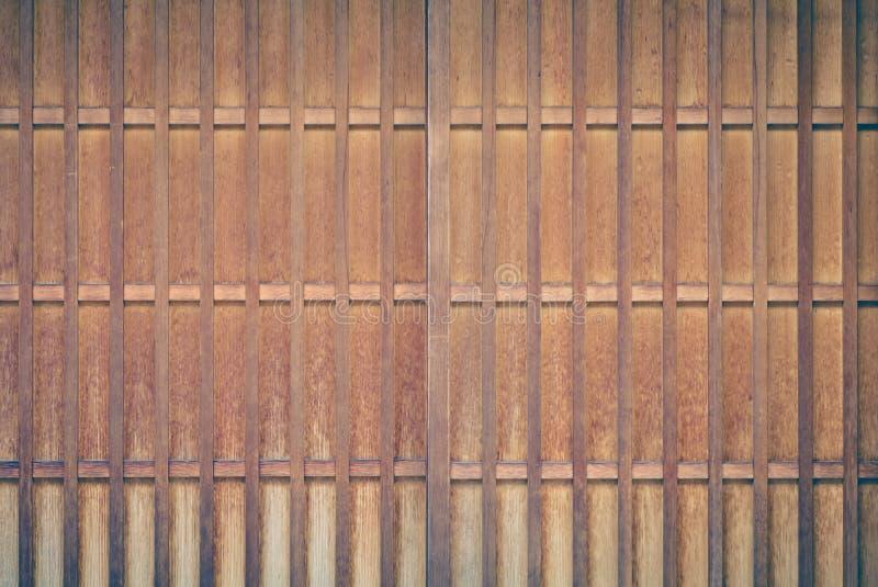 Hölzerne Schiebetür des japanischen Hauses stockfotografie