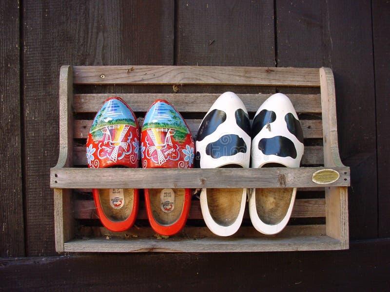 Download Hölzerne Schuhe stockbild. Bild von postkarten, bauernhof - 34925
