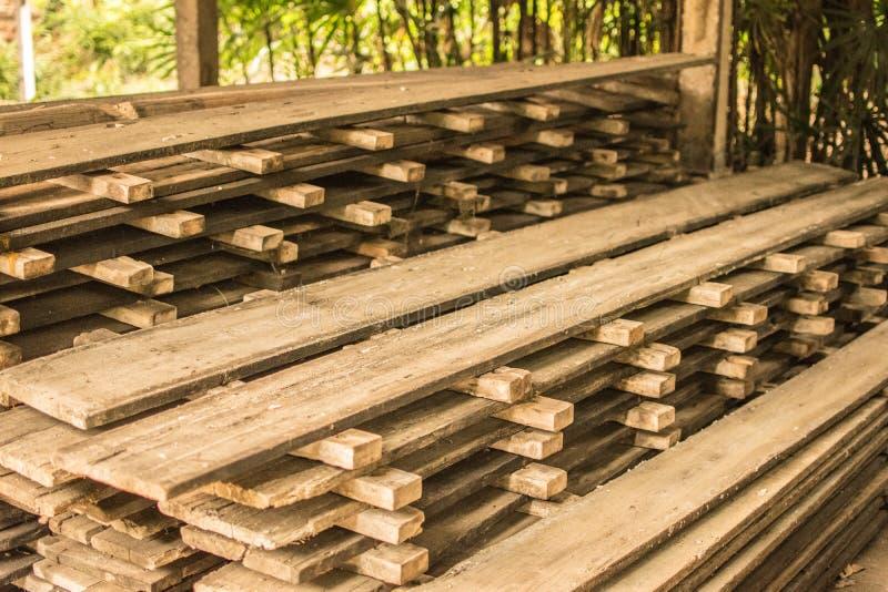 Hölzerne Struktur für Wohnungsbau das alte Holz stockfotos