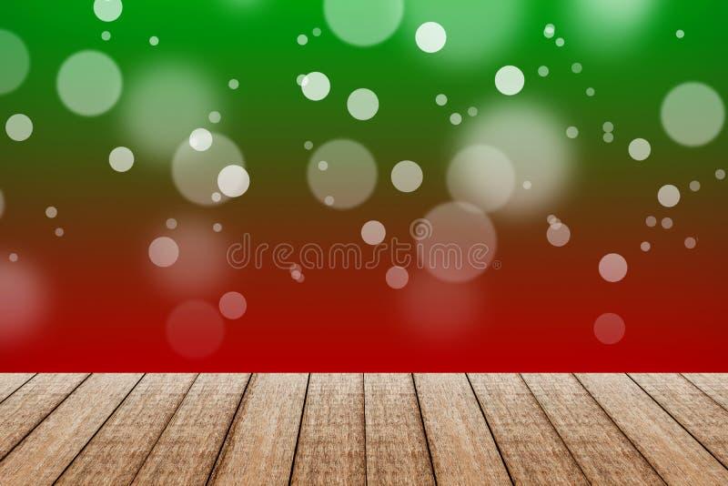 Hölzerne Tabelle mit rote und grüne Farbhintergrund mit bokeh stockfoto