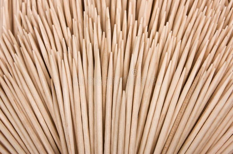 Hölzerne Toothpicks getrennt auf einem weißen Hintergrund. lizenzfreies stockbild