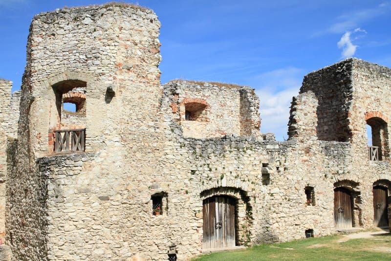 Hölzerne Tore auf Schloss Rabi lizenzfreies stockbild