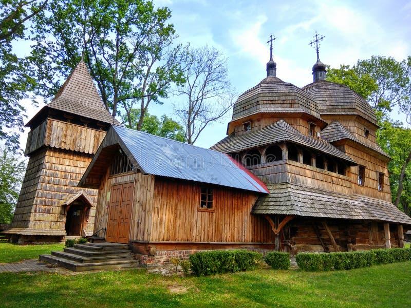 Hölzerne ukrainische griechische katholische Kirche der heiligen Mutter des Gottes in Chotyniec, Podkarpackie, Polen stockfotografie