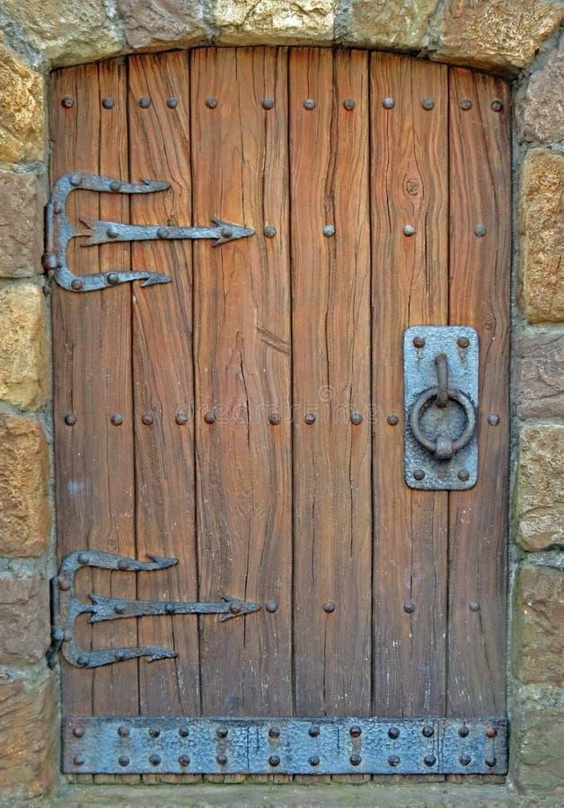 Hölzerne und Eisen-Tür lizenzfreie stockbilder