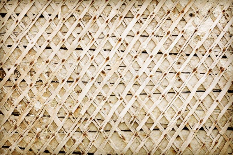 Hölzerne Wand beraubt Pflaster - Hintergrund lizenzfreie stockbilder