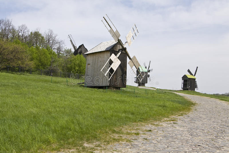 Hölzerne Windmühle lizenzfreie stockbilder