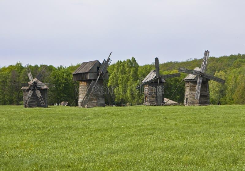 Hölzerne Windmühlen stockbild