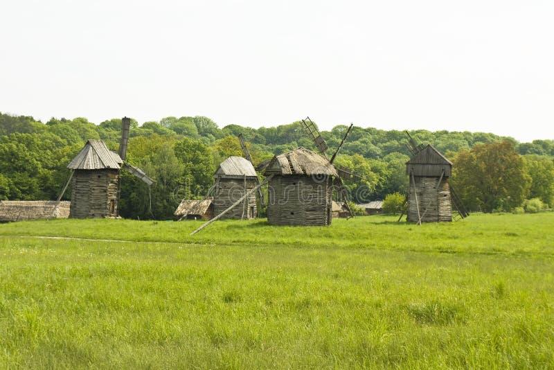 Hölzerne Windmühlen stockfoto