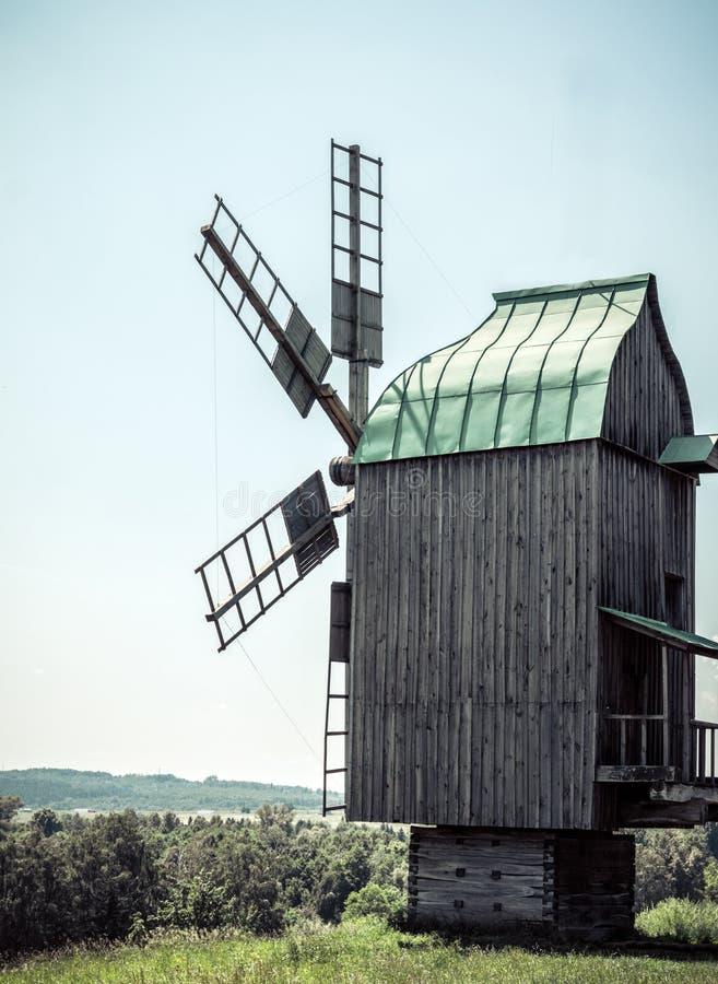 Hölzerne Windmühlen stockfotos