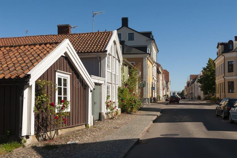 Hölzerne Wohnhäuser Kalmar Schweden lizenzfreie stockbilder